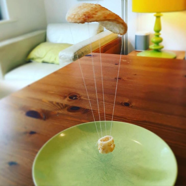 Неймовірні скульптури з тостів, які батько створює для хворої дочки - фото 19