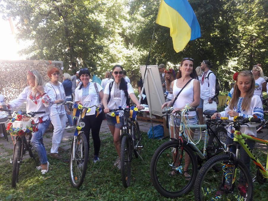 Вінничани у вишиванках влаштували патріотичнний велопрообіг - фото 5