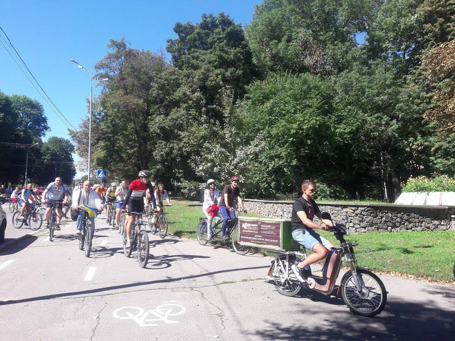 Вінничани у вишиванках влаштували патріотичнний велопрообіг - фото 7