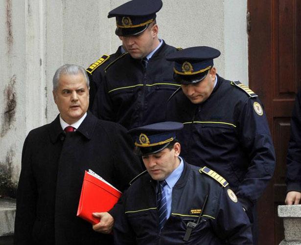 Людина яка переламала систему в Румунії та поборола корупцію - фото 3