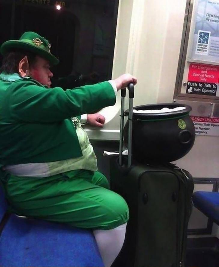 35 неймовірних диваків у метро - фото 14