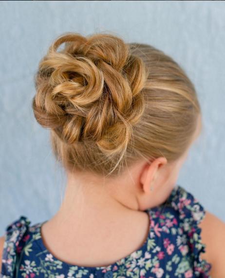 П'ятирічна дівчинка вразила перукарським талантом - фото 2