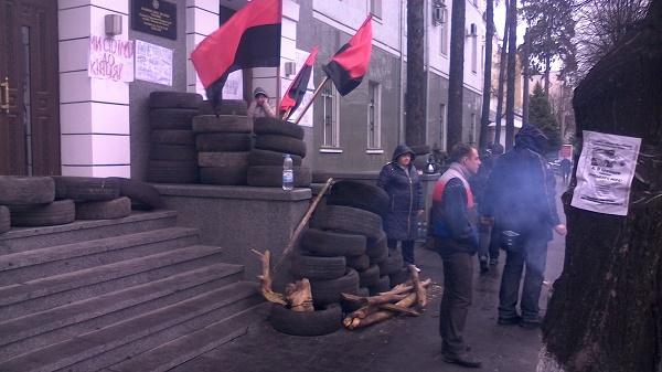 Автомайданівці з шинами чекають відставки Шевцова під управлінням вінницької Нацполіції - фото 5