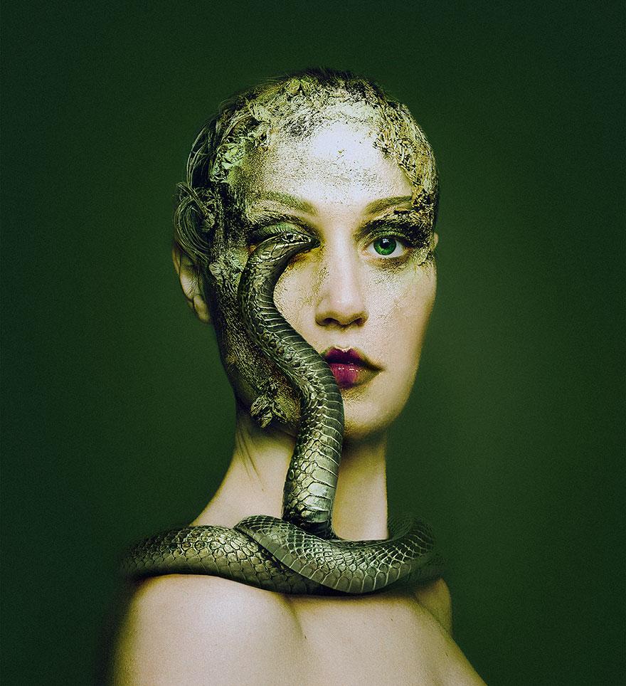 У мережі з'явилася моторошна фотосесія людей із очима тварин  - фото 3
