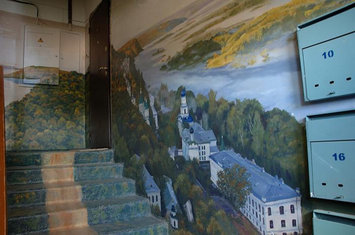 Як на Росії художник-самородок розмальовує під'їзди мальовничими краєвидами   - фото 8