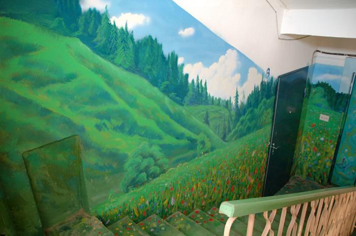 Як на Росії художник-самородок розмальовує під'їзди мальовничими краєвидами   - фото 7