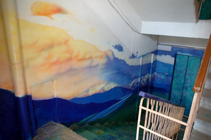Як на Росії художник-самородок розмальовує під'їзди мальовничими краєвидами   - фото 6