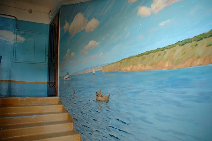 Як на Росії художник-самородок розмальовує під'їзди мальовничими краєвидами   - фото 2