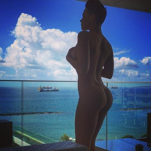 Як Астаф'єва затуляла голими цицьками та сідницями цілі кораблі (ФОТО) - фото 1