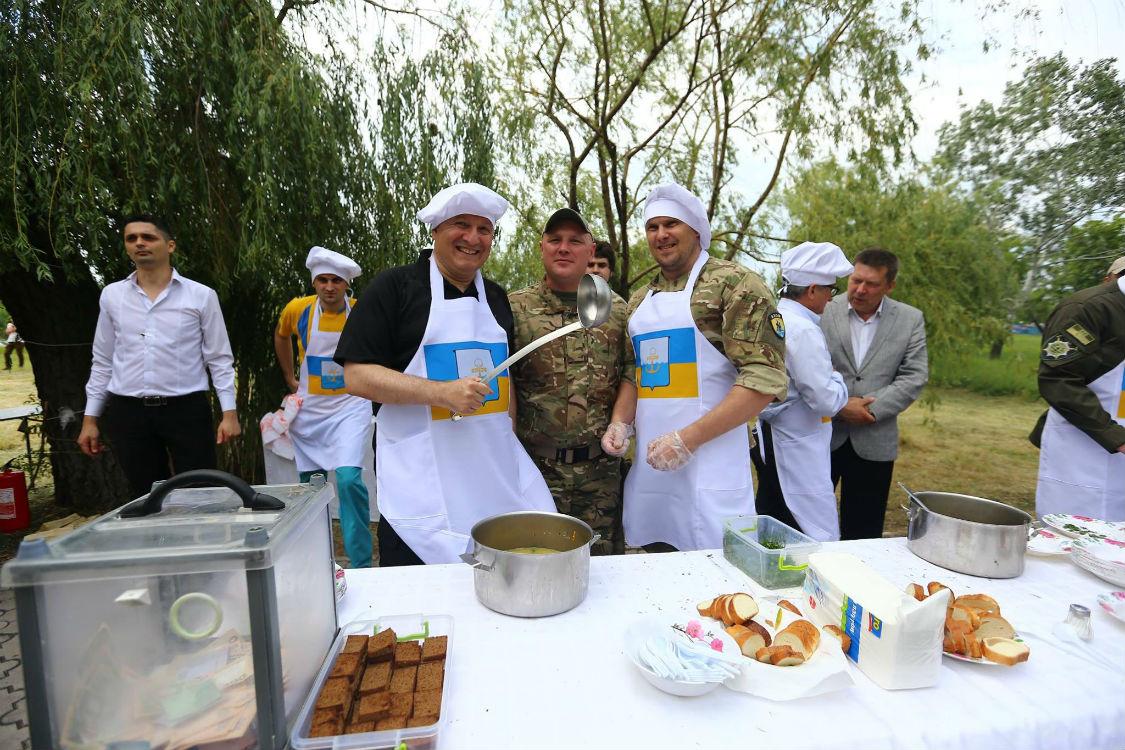 Аваков став вуличним кухарем: пригощає фірмовим гороховим супом (ФОТО) - фото 2