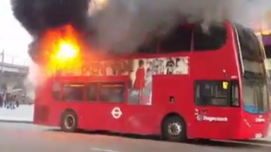 Як в Лондоні палав величезний автобус - фото 1