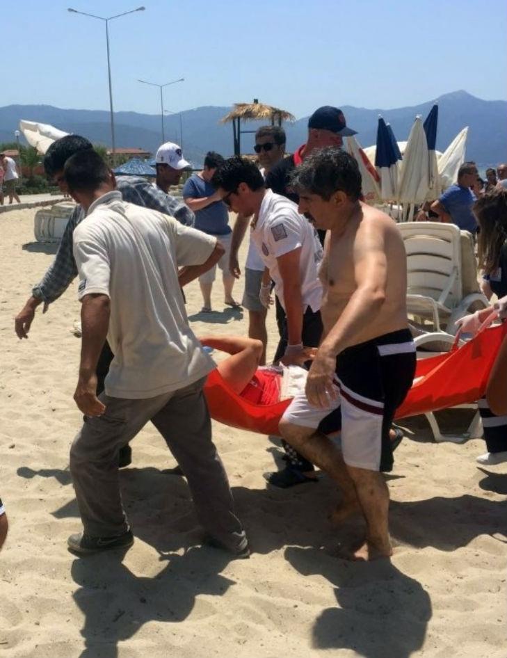 На пляжі в Туреччині машина передавила відпочивальників і затонула в морі (ФОТО) - фото 2