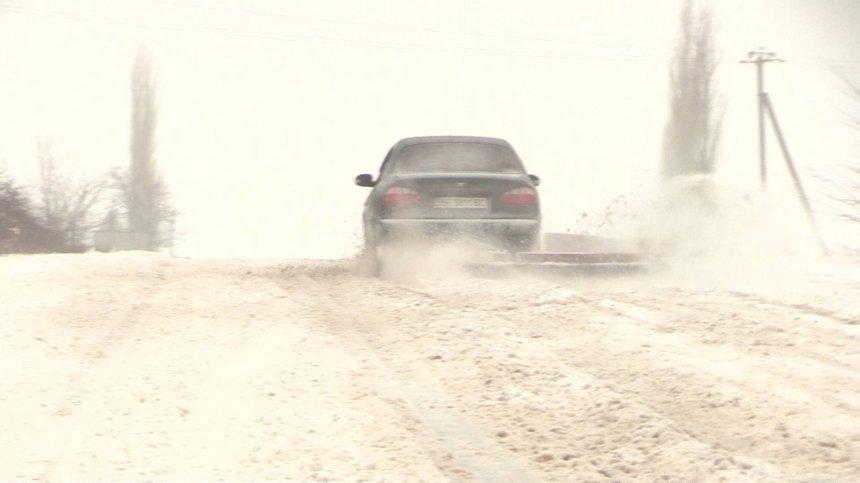 Миколаївці перетворили свої машини на снігоприбиральники (ФОТО) - фото 2
