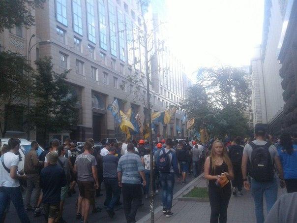 """""""Азов"""" і шахтарі під Кабміном вимагають зниження тарифів і виплати зарплат (ФОТО) - фото 1"""