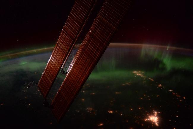 Як виглядає з космосу полярне сяйво - фото 3