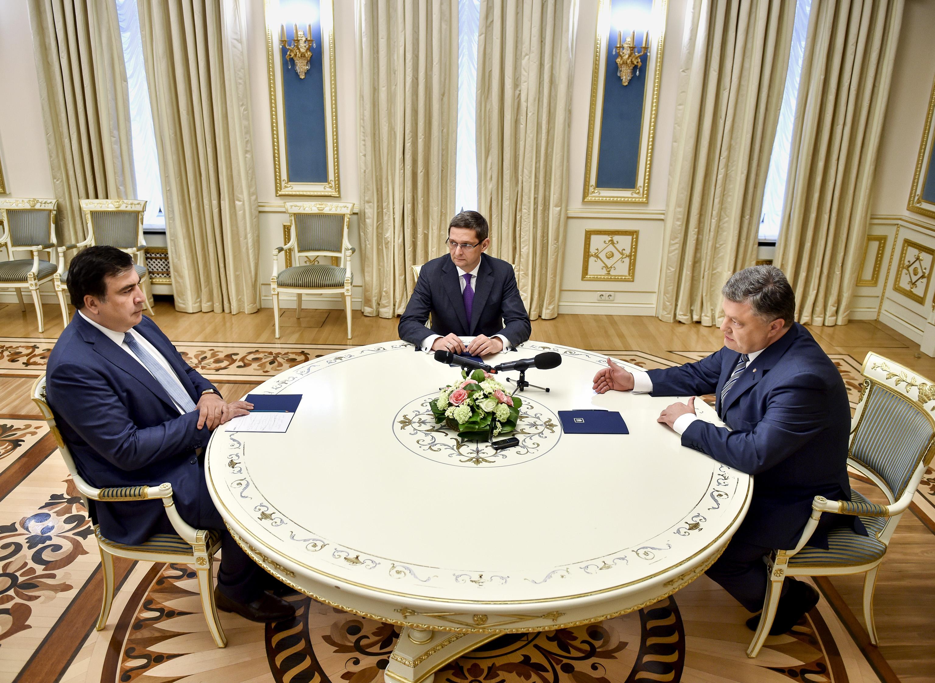Порошенко закликав прискорити будівництво нового Митного терміналу в Одесі - фото 1