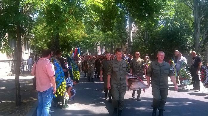 Бердянського бійця АТО поховали в день його народження - фото 3
