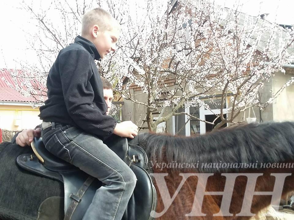 У Вінниці особливих дітей покатали на конях - фото 1