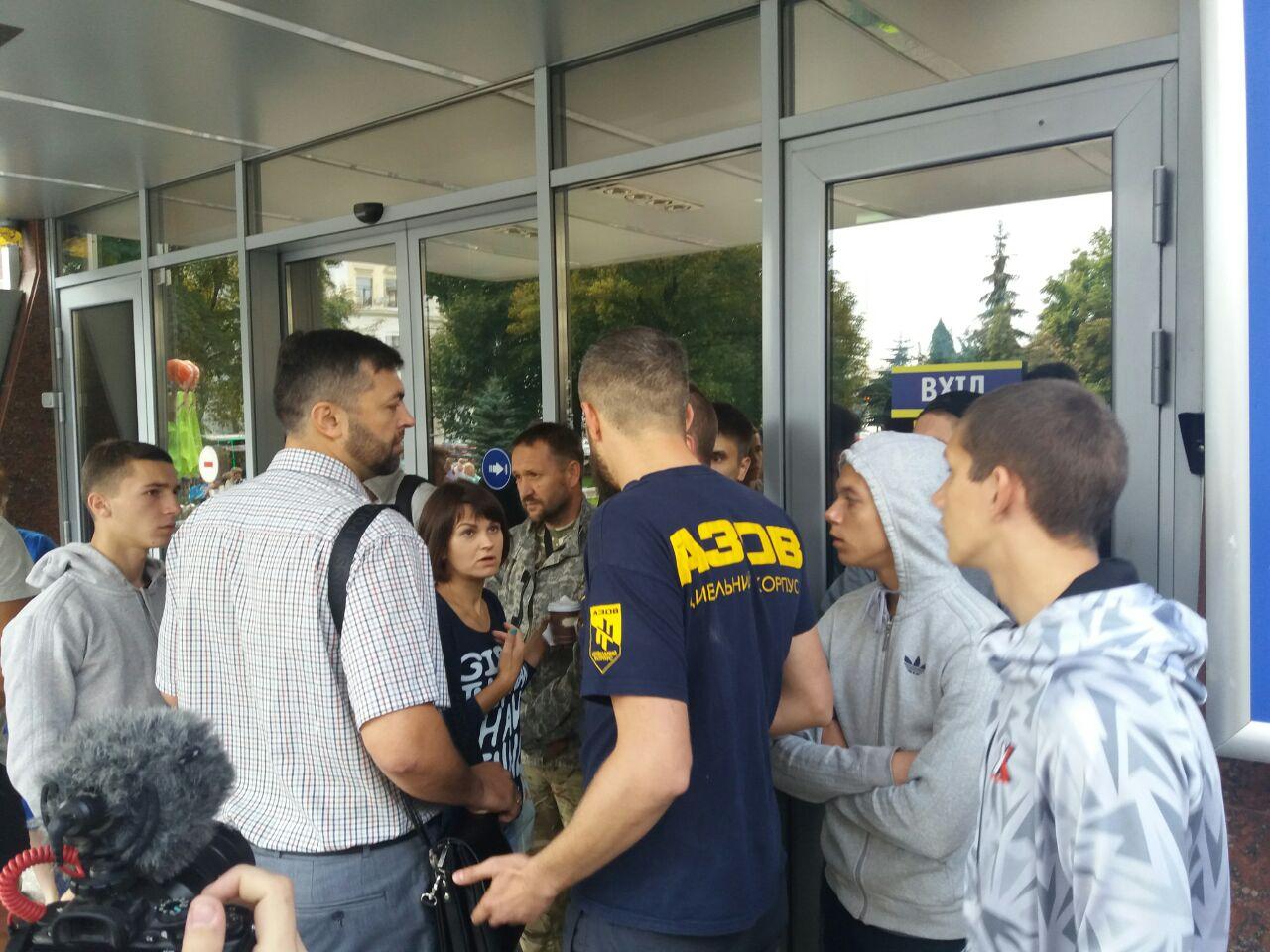 """Цивільний корпус """"Азов"""" блокує """"Київміськбуд"""" - фото 2"""