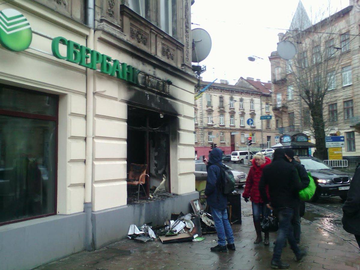 Наслідки підпалу російських банків у Львові  - фото 2