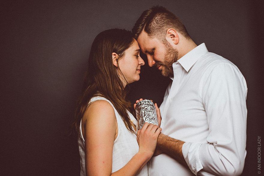 Пара зробила зворушливу фотосесію з буріто замість дитини - фото 2