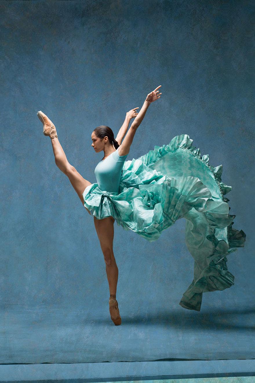 """Як неймовірно гарна балерина """"оживила"""" картини відомого імпресіоніста  - фото 4"""