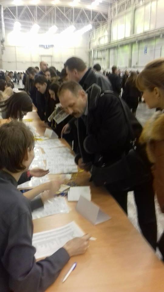 Барна, який тягав Яценюка, прибув на Антикорупційний форум (ФОТО) - фото 1
