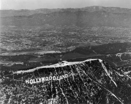 Шалені гроші і доленосні історії: Як змінювалась вивіска Hollywood впродовж століття - фото 3
