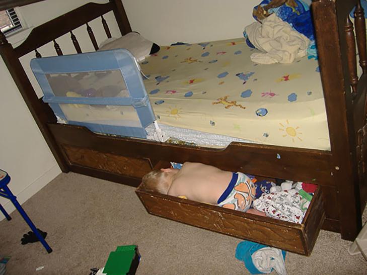 35 кумедних доказів того, що діти можуть заснути де завгодно - фото 9