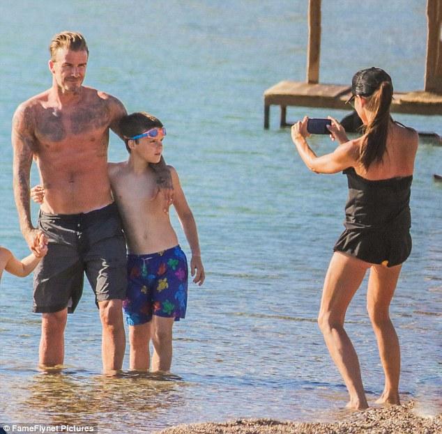 Як Бекхеми сім'єю на пляжі відпочивали - фото 2