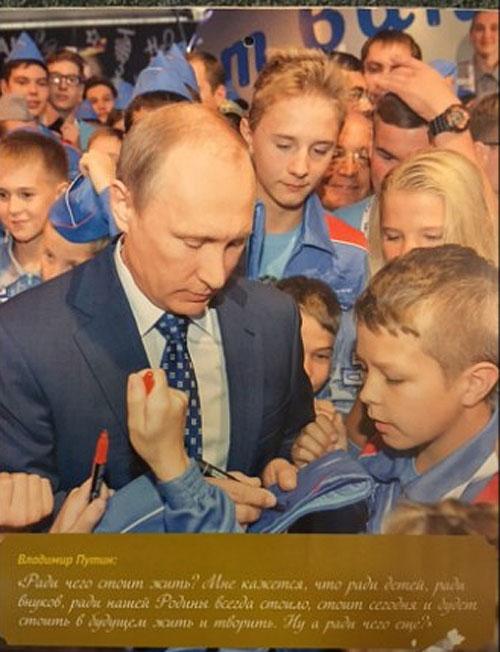 """На Росії """"склепали"""" календар з фотографіями Путіна - фото 11"""