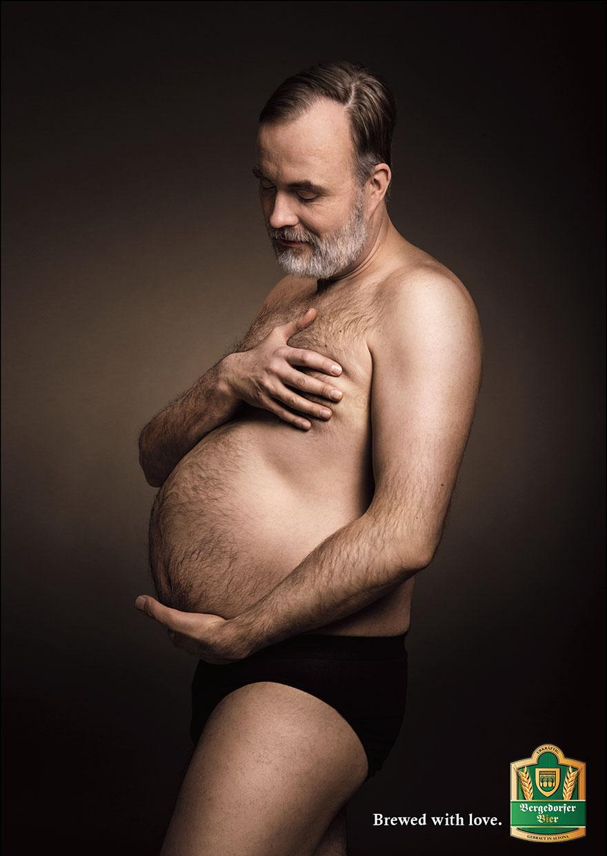 Чоловіки, які милуються своїми животами, ніби вони вагітні, підірвали мережу - фото 1