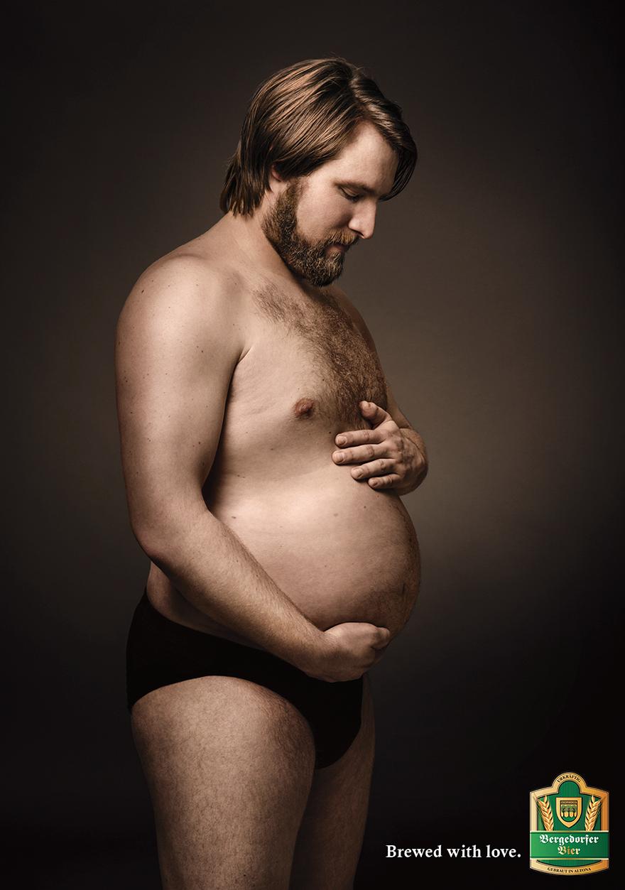 Чоловіки, які милуються своїми животами, ніби вони вагітні, підірвали мережу - фото 2