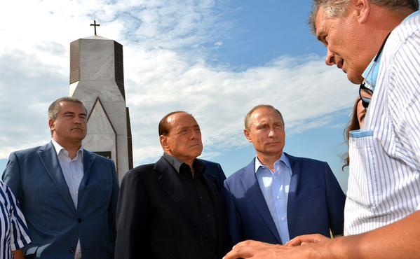 З'явилися фото Путіна і Берлусконі на цвинтарі - фото 3