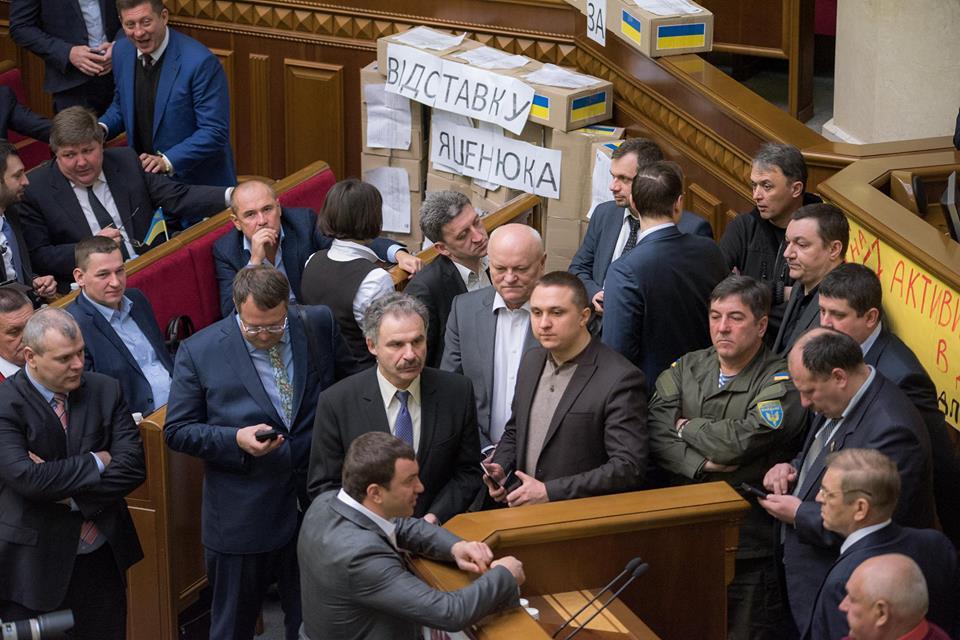 Нардепи заблокували трибуну Ради - фото 2