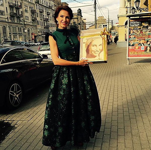 Эвелина бледанс фото в платьях