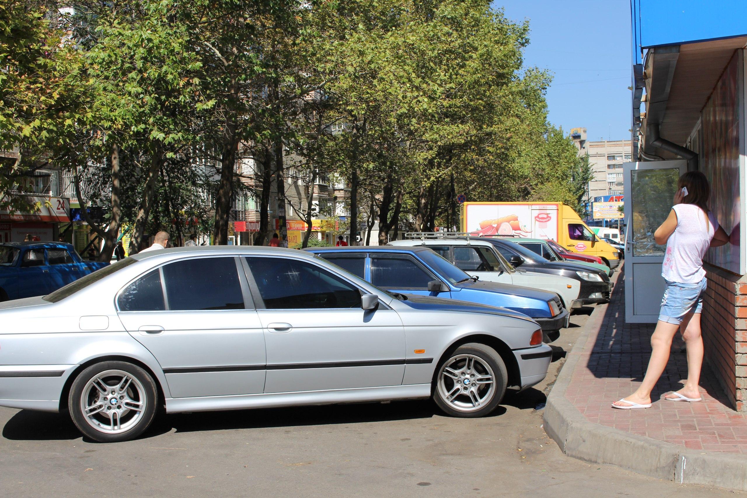 Миколаївці скаржаться на ринок на 3-й Слобідський, який відхопив частину тротуару