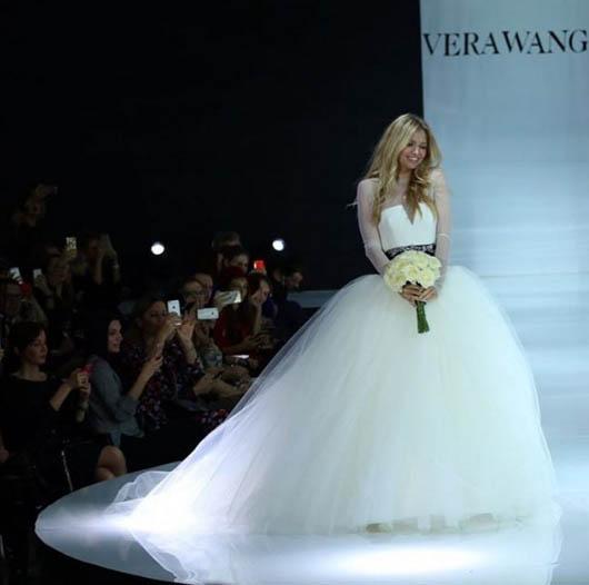 Як Брежнєва козиряла весільною сукнею у Москві - фото 1