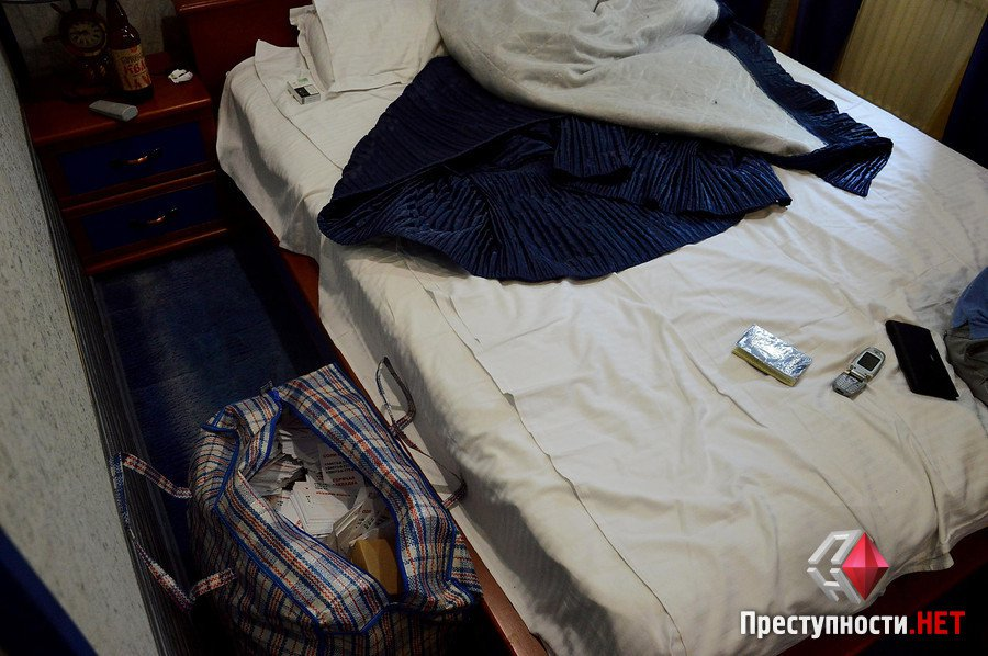 """Двоє киян і одесит розповсюджували по Миколаєву рекламу """"спайсів"""" та наркотики"""