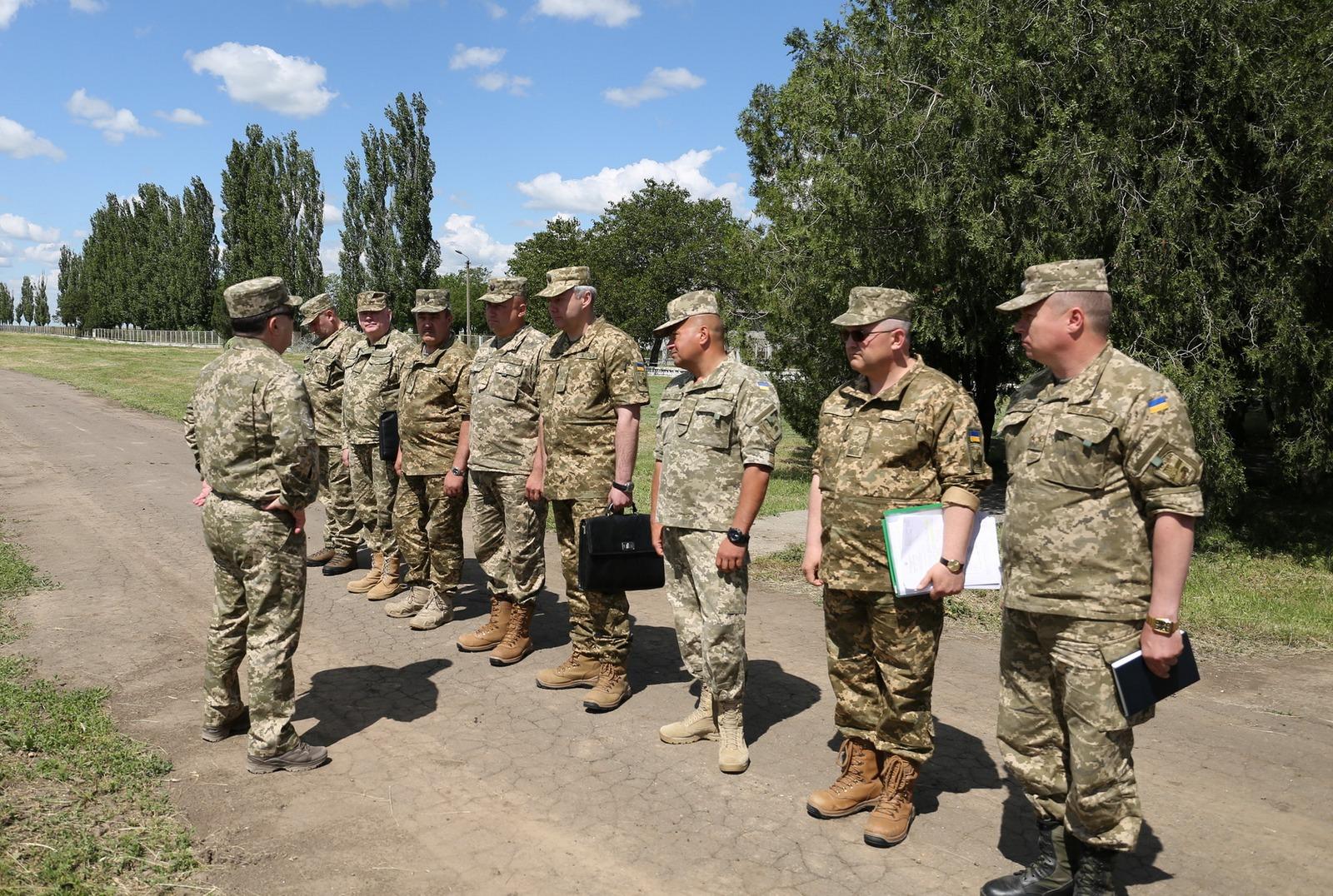 Полторак на Широколанівському полігоні нагородив 75 бійців 93 бригади