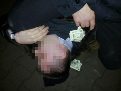Антикорупційна облава: У Тернополі затримали ще двох поліцейських-хабарників - фото 1
