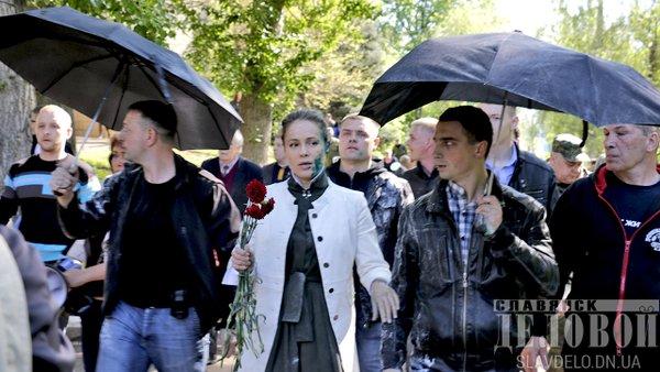 На Донбасі Королевську закидали яйцями та облили зеленкою  - фото 1