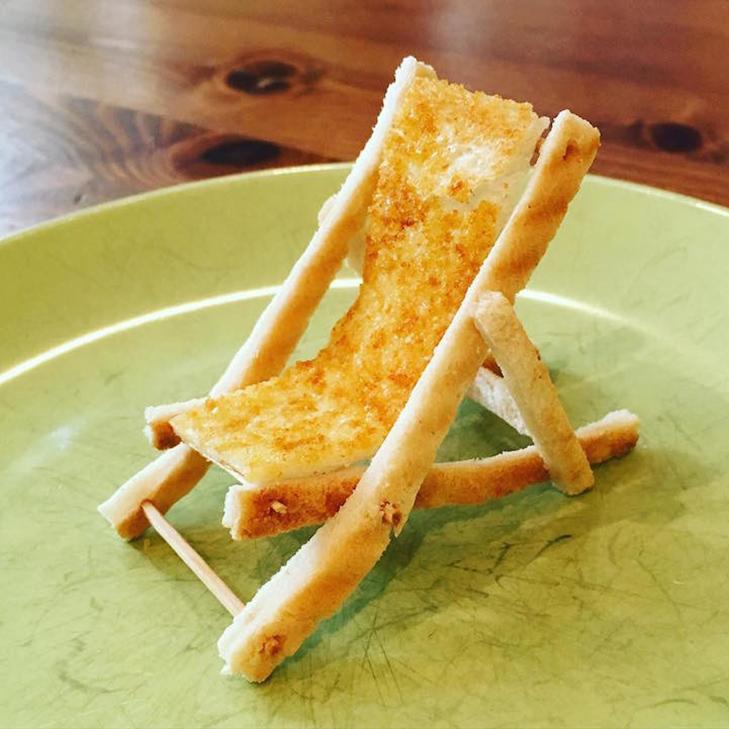 Неймовірні скульптури з тостів, які батько створює для хворої дочки - фото 12