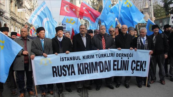 """У Стамбулі показали """"кулак"""" Путіну через Крим - фото 1"""