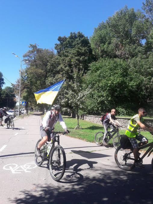 Вінничани у вишиванках влаштували патріотичнний велопрообіг - фото 3