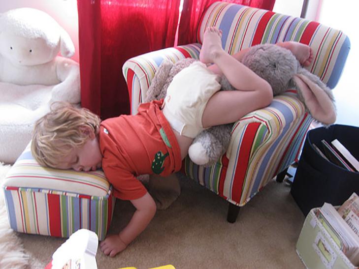 35 кумедних доказів того, що діти можуть заснути де завгодно - фото 33
