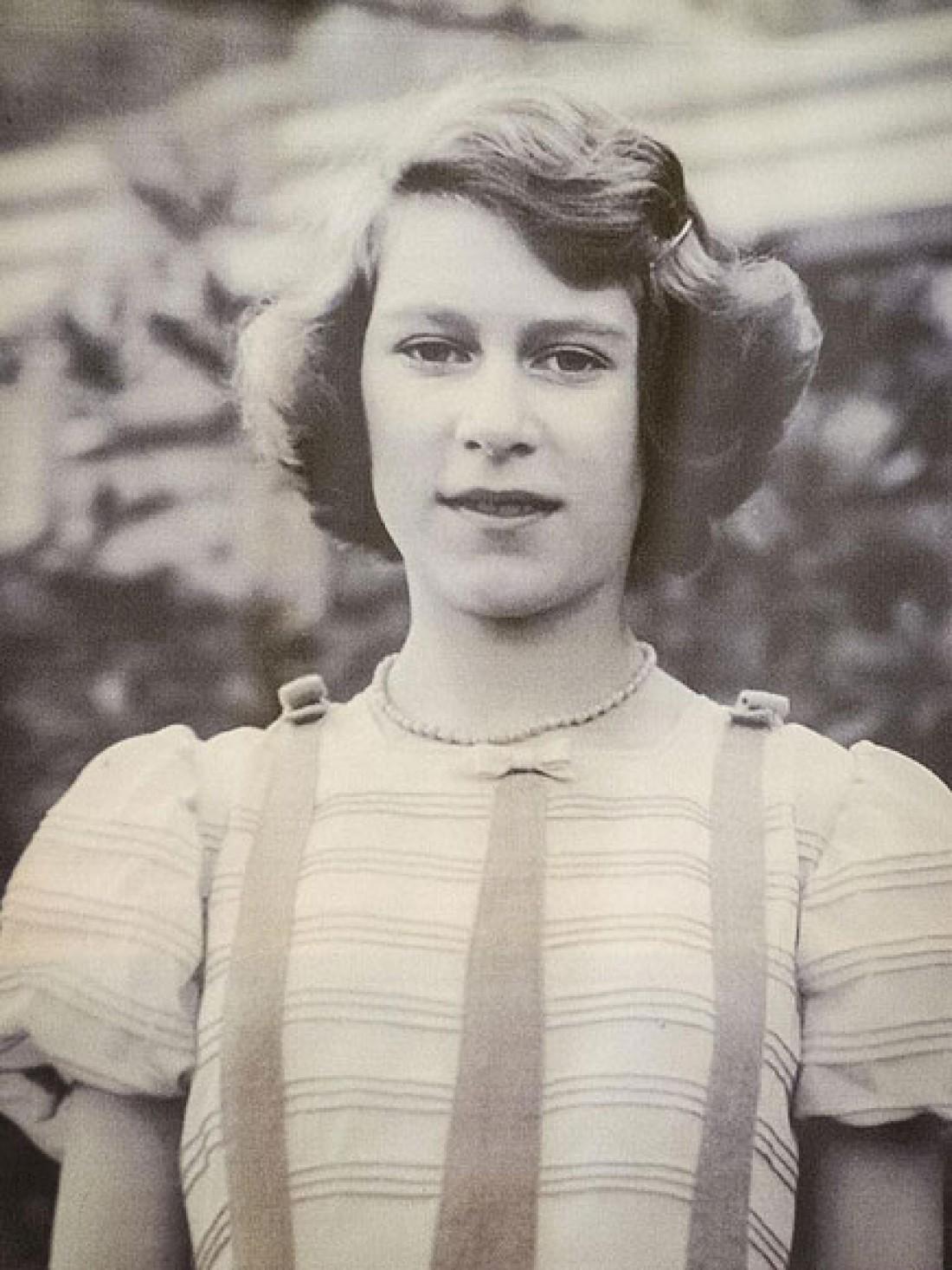 Як старіє Єлизавета ІІ: найяскравіші фото від дитинства і до сьогодні  - фото 3