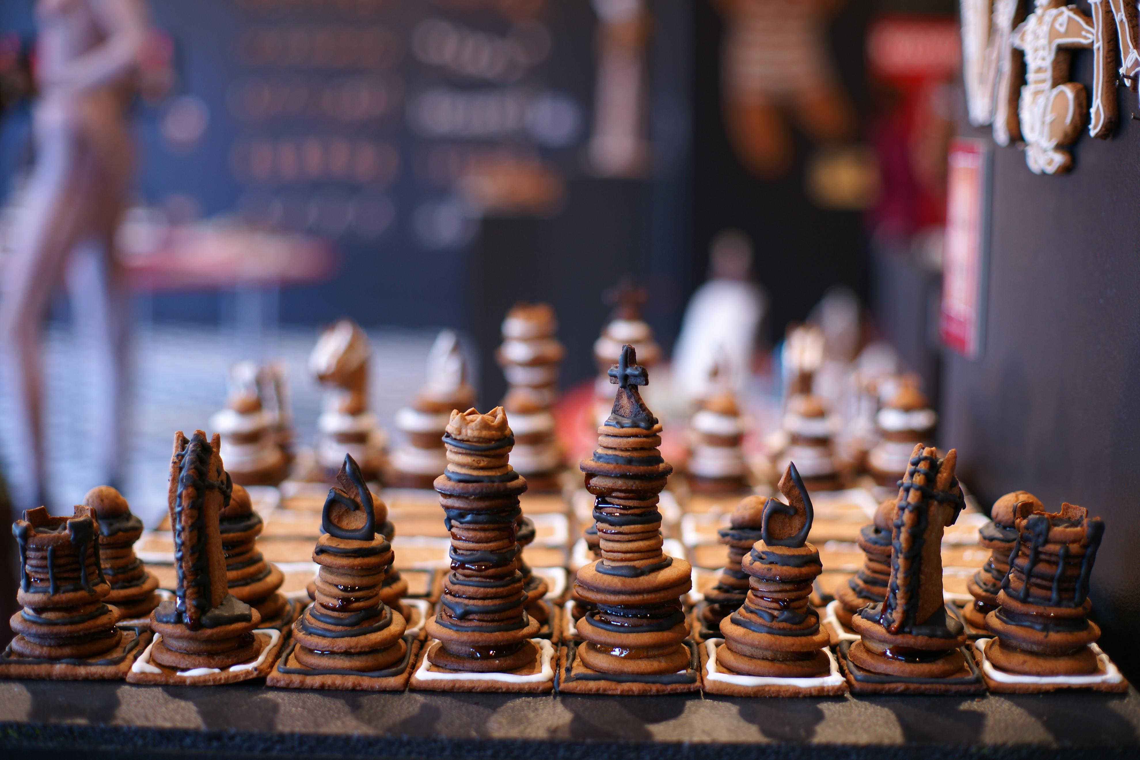 Секс богів і Порошенко-офіцер: ТОП-10 незвичних шахів - фото 9