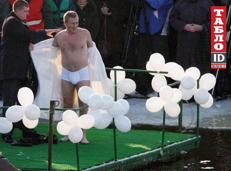Як політики мочили голе тіло в ополонці - фото 4