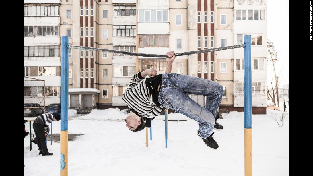 Шведський фотограф показав світу молоді обличчя Чорнобиля - фото 4